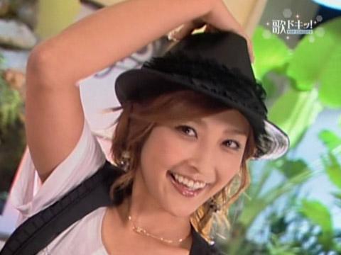 帽子をかぶっている石川梨華
